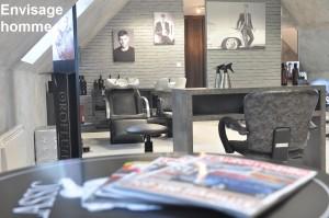 Espace homme à l'étage du salon d'Envisage coiffure