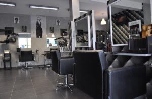 Vue d'ensemble du rez de chausée salon envisage coiffure
