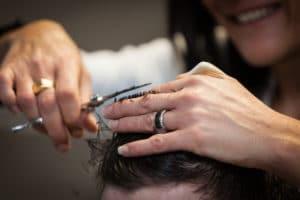 Coupe coiffure au ciseau