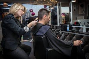 coiffeuse avec tondeuse coupe homme